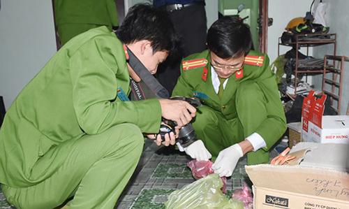 Cảnh sát đang khám nghiệm hiện trường vụ án