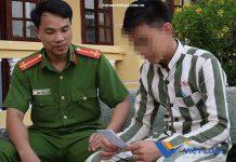 Thượng úy Nguyễn Xuân Trung, cán bộ trại giam Long Hòa, trò chuyện với phạm nhân vị thành niên